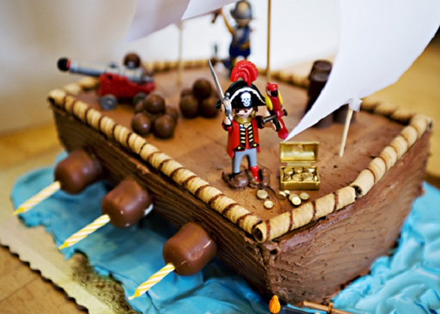 12 Pirate Themed Cake